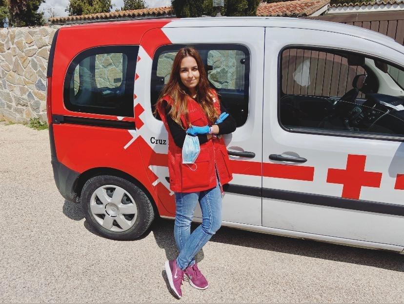 Barbara, unterstützt das Rote Kreuz während Covid-19
