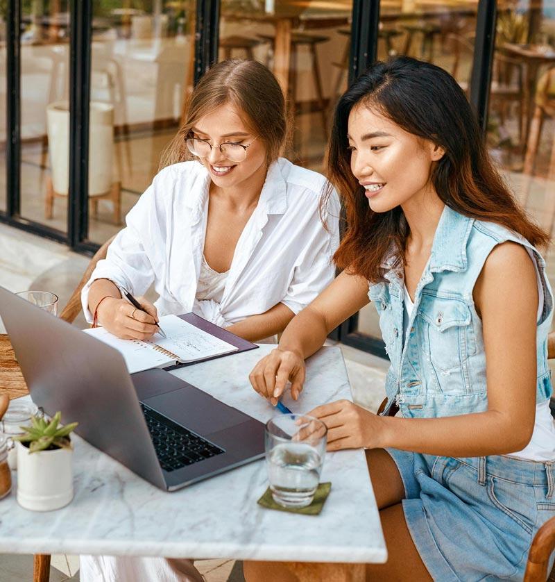 woman laptop restaurant